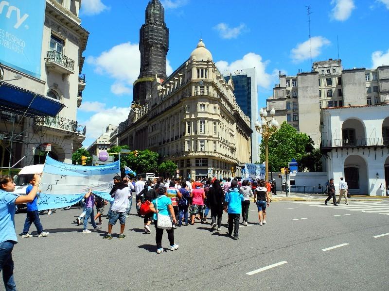 Demo an der Plaza de Mayo - Zentrum des öffentlichen politischen Lebens