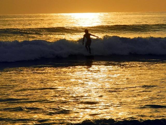 Auch das ist Bali - Traumhafter Sonnenuntergang am Strand von Kuta