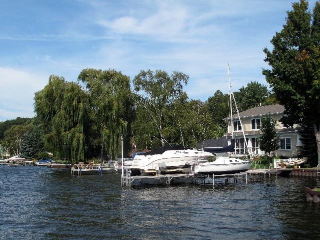 Privat - Haus und Boot an einem der 12000 Seen in Michigan