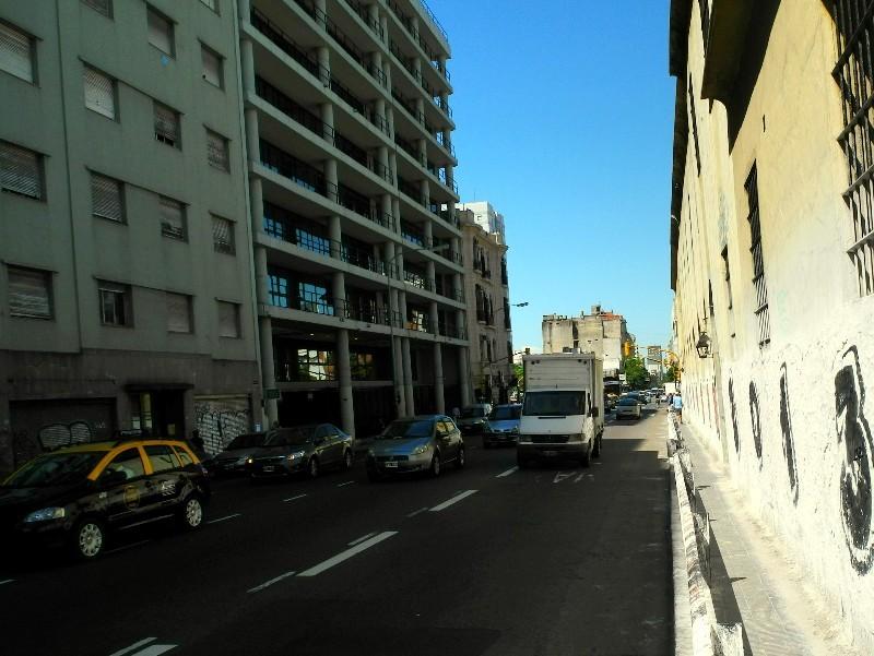 Wenig Platz - Fußgänger haben keine Rechte in Buenos Aires