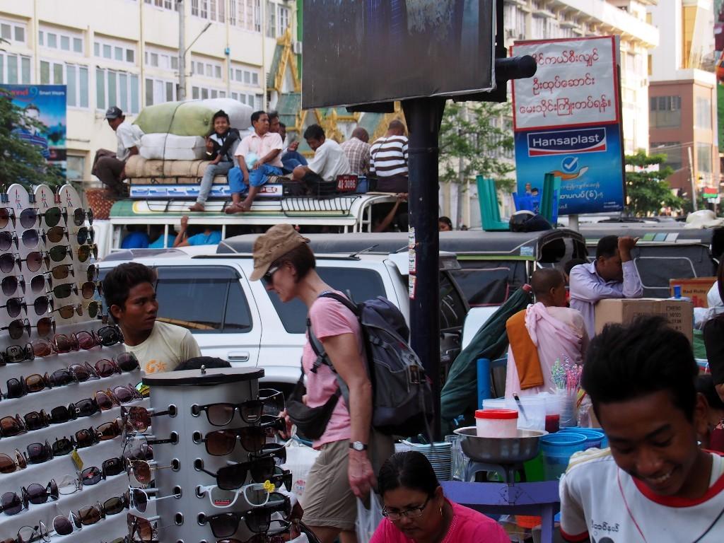 Überall Verkaufsstände - In Mandalay gibt es keinen Platz mehr