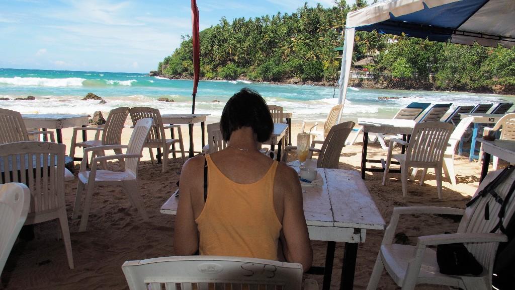 Entspannung - viele Bars und Restaurants am Strand von Mirissa laden zum Verweilen ein