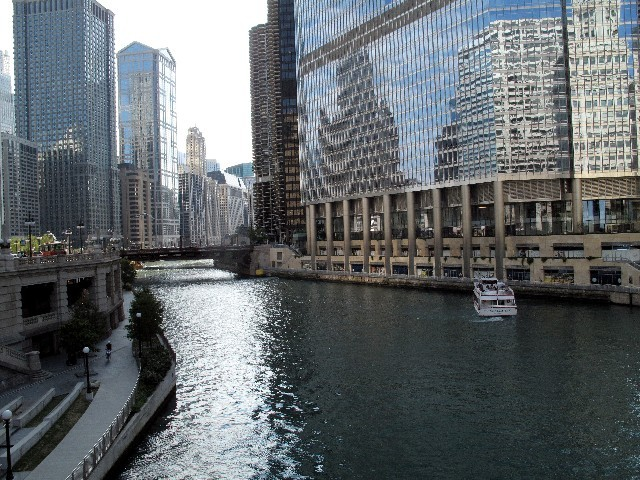 Spiegelungen - Am River Chicago