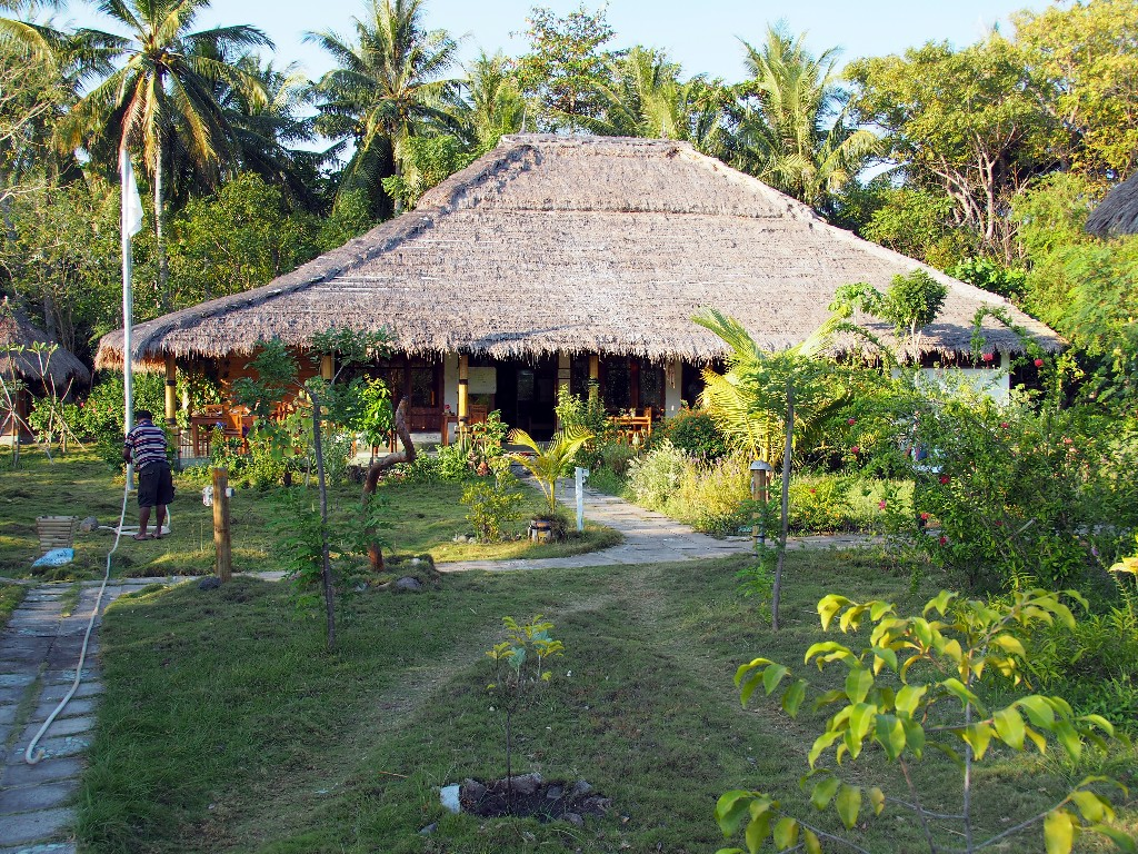 Idylle - Budi Sun Resort Haupthaus mit Restaurant .