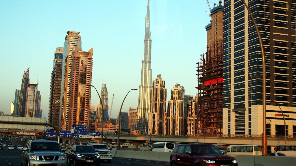 828 m - Das höchste Bauwerk der Welt besitzt weltweit die meisten Stockwerke ...