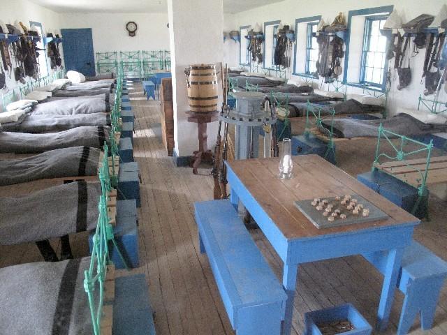 Eng - Schlafsaal einer Kompanie in Fort Laramie