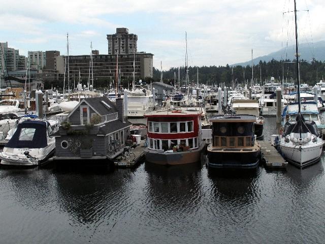 Vielfältige Wohnformen - Hausboote in einer Marina in Vancouver