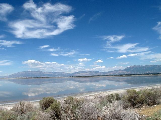 Traumhaft - Berge spiegeln sich im Salt Lake
