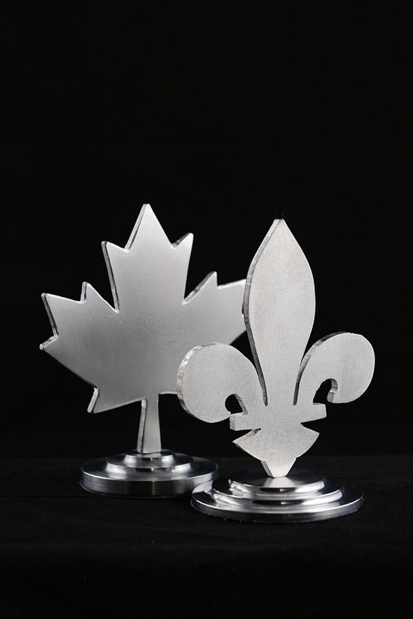 Figurines lys et érable, 5''haut x 3'' diamètre, aluminium, 2019. $40.00 chaque.
