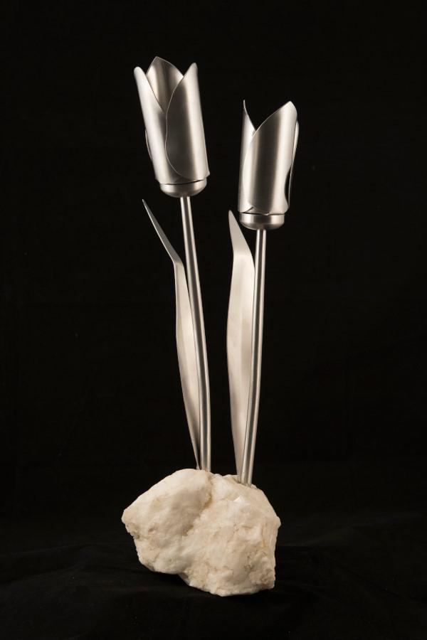 Rock in tulipe, 17'' H x 6'' Dia, aluminium rock, 2016