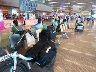 空港内にリカンベントは異常な存在感