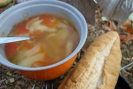 毎日キャンプしてますが朝晩は寒い!スープで体温めてからの出発です。