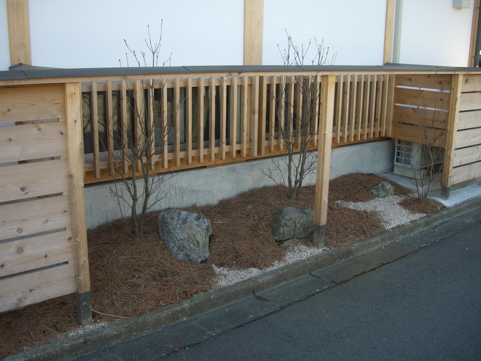 松葉を用いた坪庭