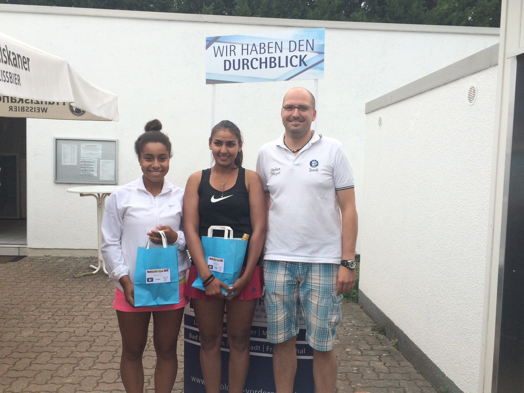 Damen LK 1-13: v.l. Siegerin Andiyo Inwang (TC Bierstadt),  2.Sanya Madan (TC Mutterstadt)