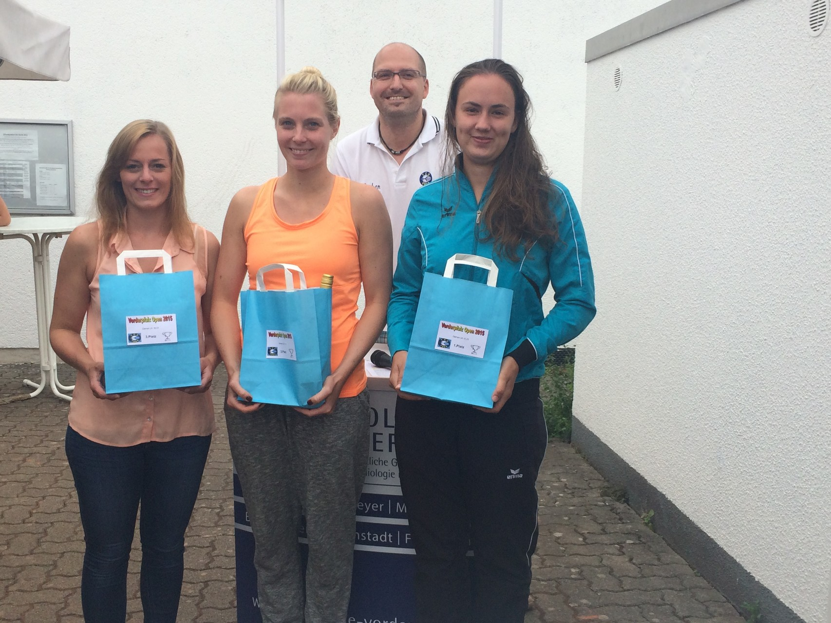 Damen LK 16-23: v.l. 3.Anne Drozynski (TC Grün-Weiß Bellheim),  2.Julia Schwarze (TG Osthofen), Siegerin Luisa Ackermann (TC Freinsheim)