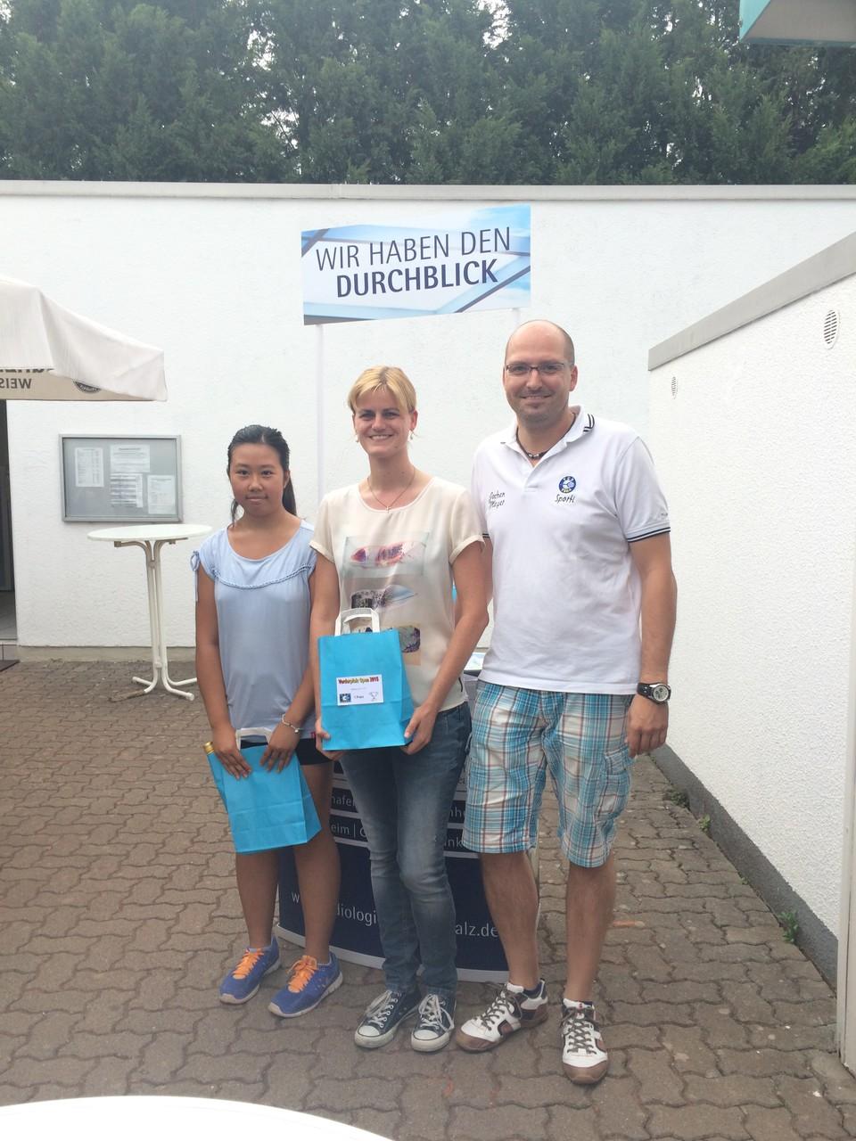 Damen LK 11-18: v.l. 2.Thanh-Thanh Nguyen (TC Rot-Weiss Pirmasens), Siegerin Jeanette Ludwicki (TC Hasloch)