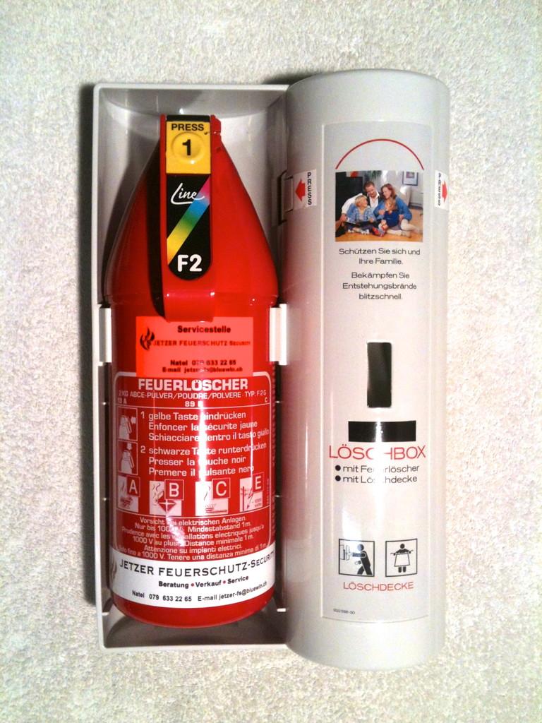Pulver Feuerlöscher 2 kg mit Box & Löschdecke