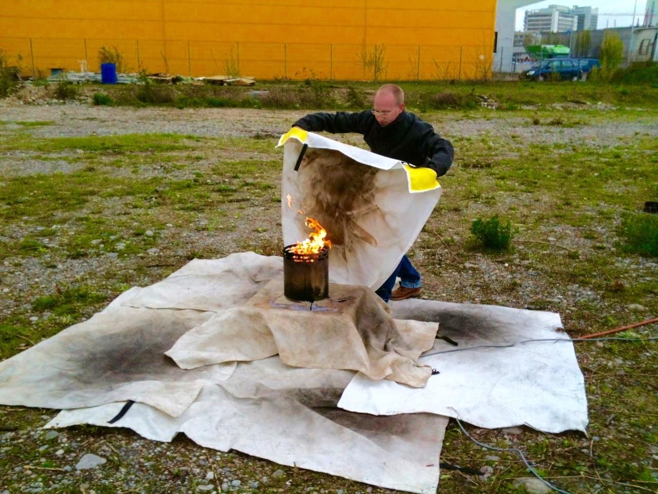 Brandschutz Kurse mit Löschdecke