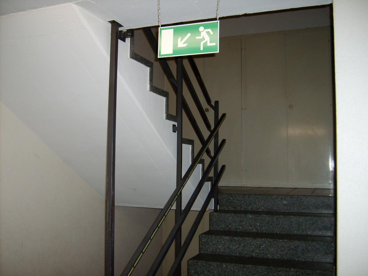 Fluchtweg - links nach unten