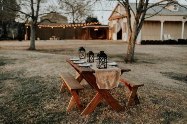 Hochzeit planen: Die Bauernhochzeit ist eine sehr traditionelle Hochzeit mit einer zünftigen Bauernstube, Kutschen und Pferden sowie einer Tracht. Auch die Brautentführung sollte auf dieser Hochzeit nicht fehlen.