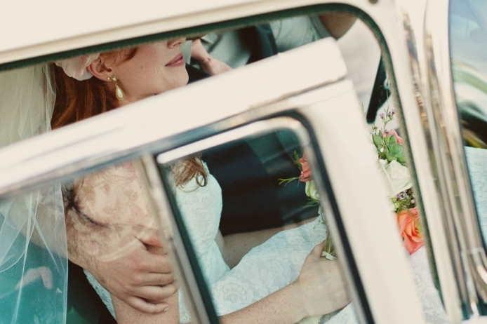 Vintage Hochzeit: Der Vintage-Flair ermöglicht Brautpaaren verschiedene Stilrichtungen: Von ländlich, zu rustikal bis glamourös. Wichtig ist nur, sich für eine Richtung zu wähle & dieser dann auch treu zu bleiben.