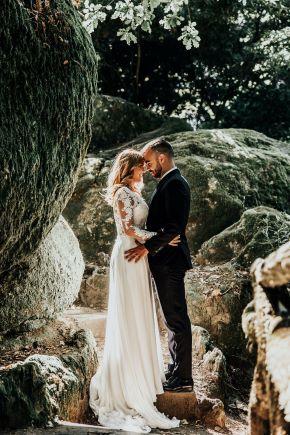 Elopement Wedding: Ein beliebter neuer Trend ist die persönliche Mini Hochzeit im kleinen Kreis oder sogar nur zu zweit. Hier konzentriert man sich auf die Liebe! Ohne viel Kosten & Aufwand entflieht man dem großen Hochzeitsstress.