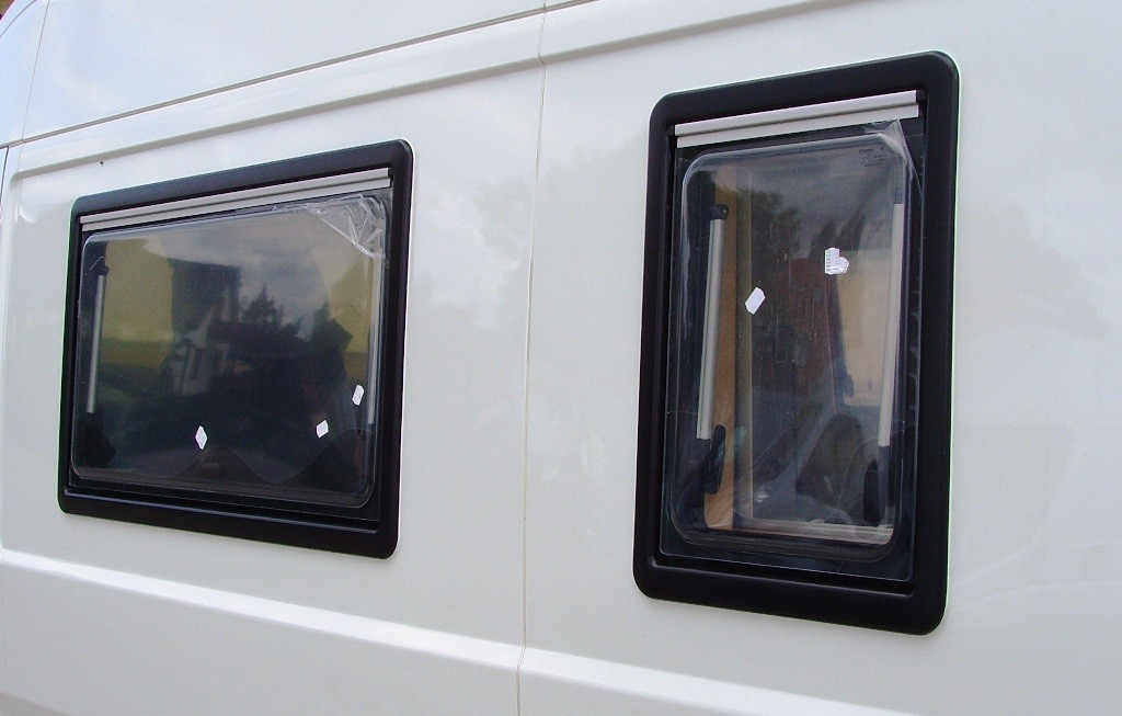 Fenster dachluke klappen worldcamper for Fenster 40x40