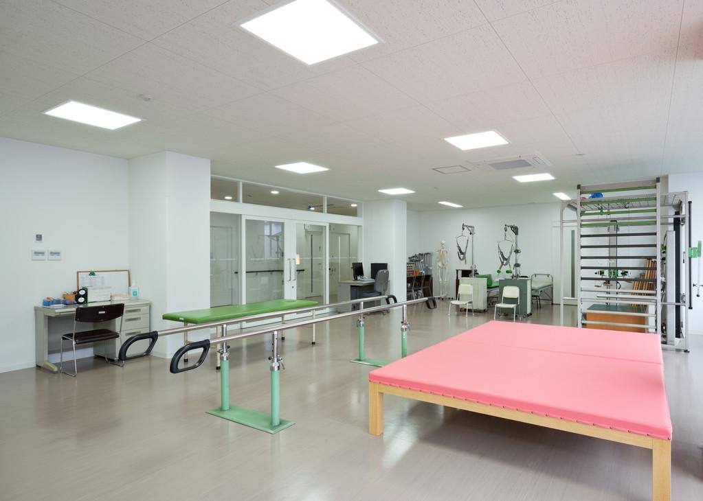リハビリ室での入院、外来訓練が可能 理学療法士在籍