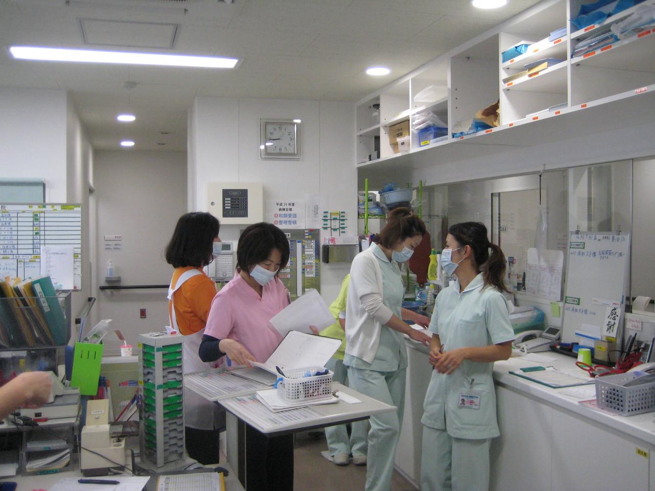 チーム医療で患者さんのため24時間看護します