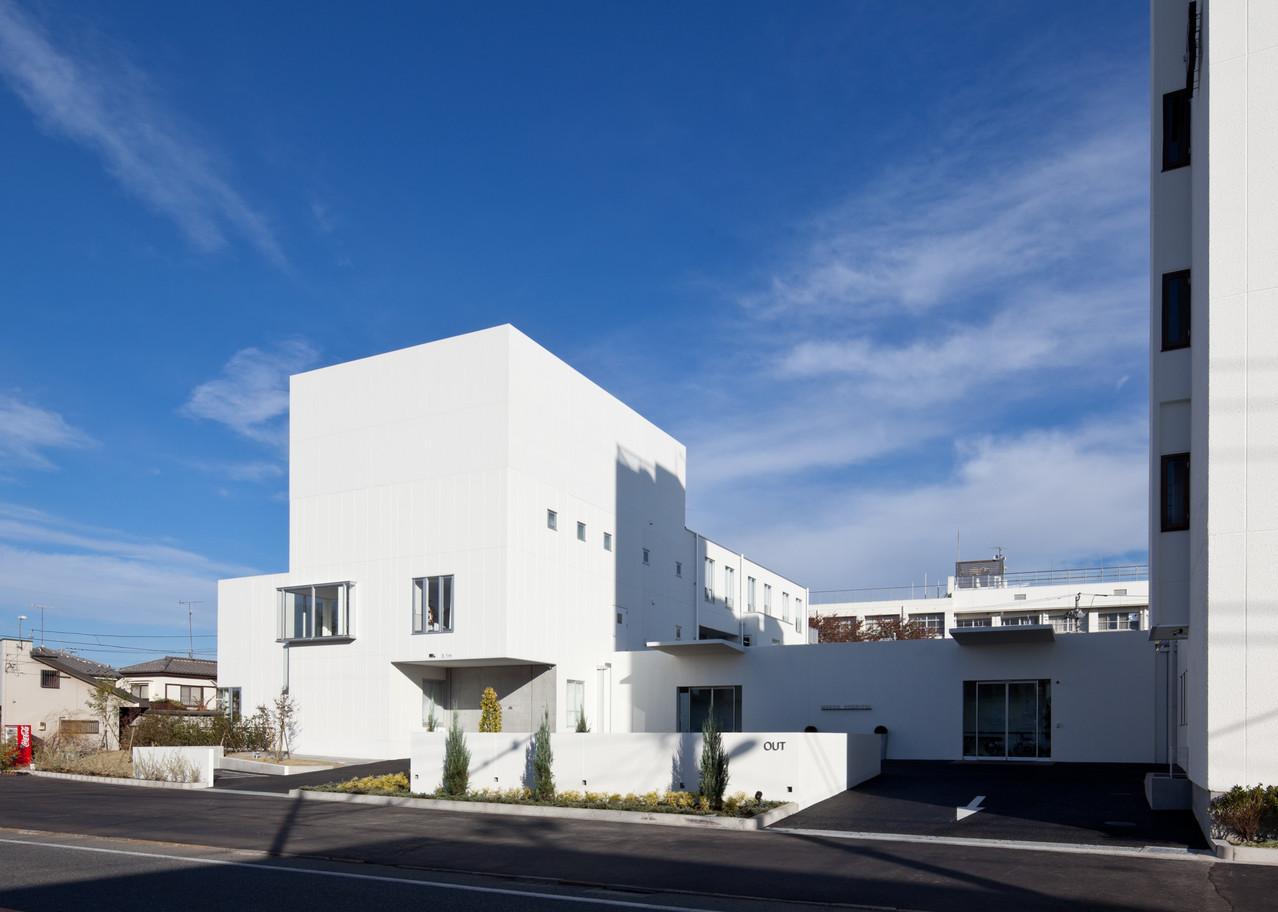 当院は、東京都都市緑化基金の助成を受け、きれいな緑地スペースを確保しています