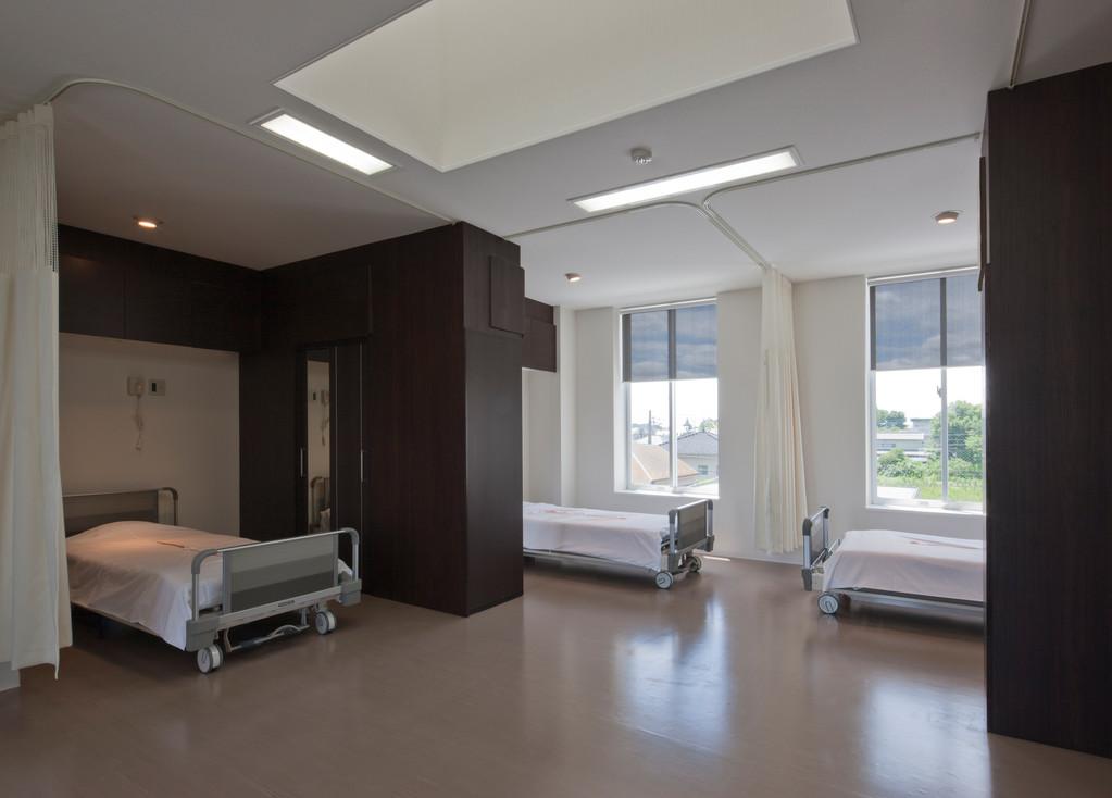 3階病室 収納があり、プライベートを重視した環境で快適です