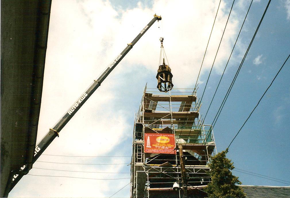 23.07.1998 Kirchturmspitze wurde angehoben