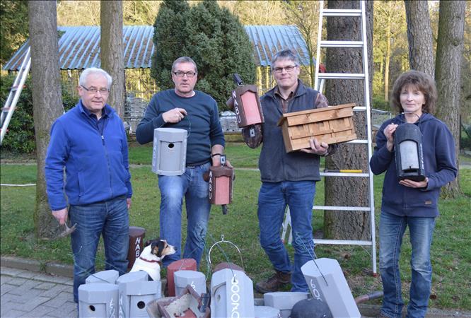 Kroge-Ehrendorf  -  neue Nistkästen für Altenheim und Kloster