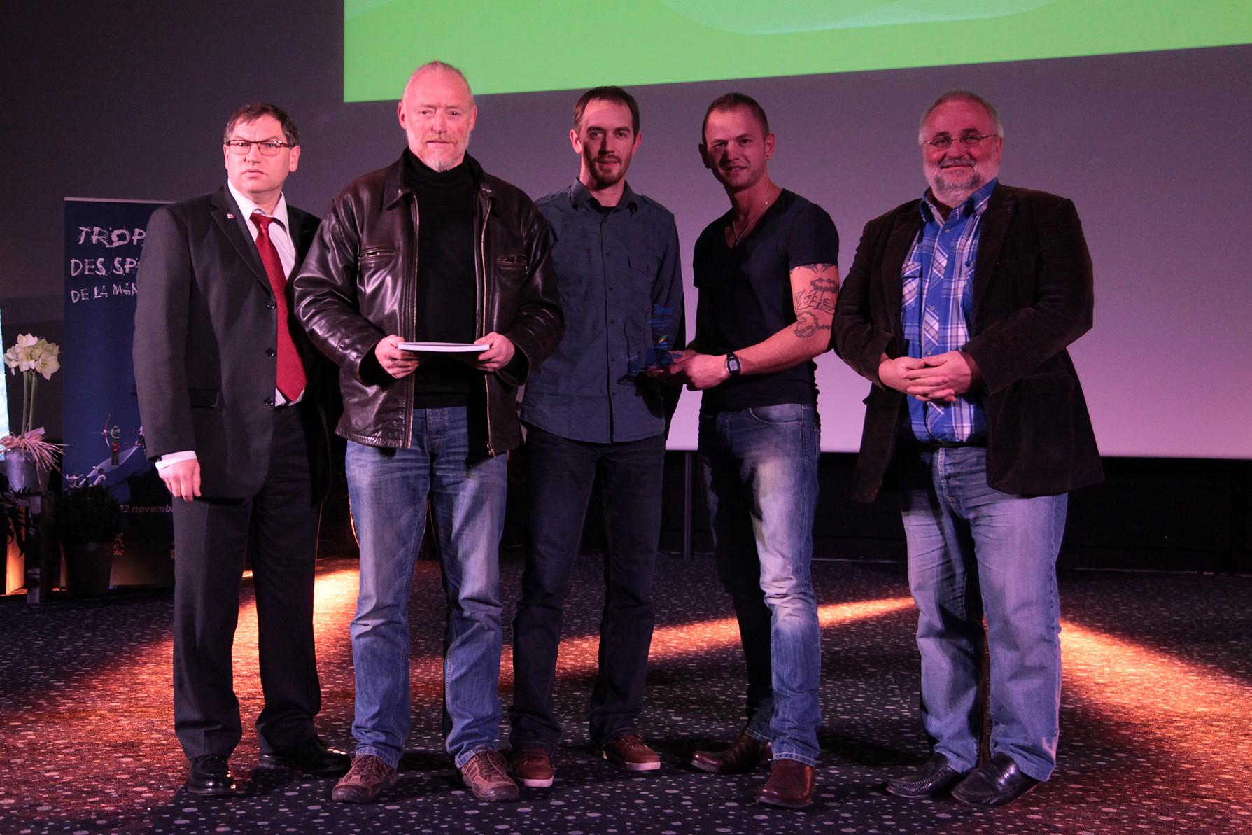 P. Bouillet (Pdt du CDK50), R. Le Moal (Pdt du GK), M. Le Moal (Entraineur), A. Billard (sportif lauréat) et J-M. Julienne (CG)