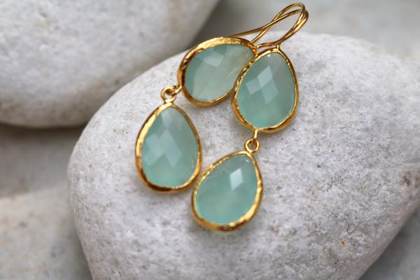 Ohrringe Sterlingsilber vergoldet, zwei gefasste facettierte Aqua-Chalcedone