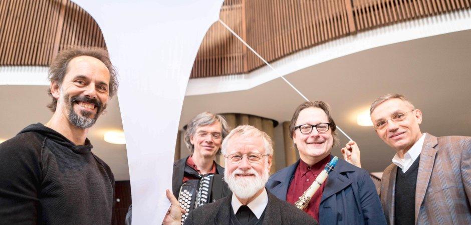 Freuen sich auf den Beginn der Kunstaktion (von links): Jens J. Meyer, Ralf Kaupenjohann, Bernhard Lücking, Markus Emanuel Zaja und Andreas Pieper. (WAZ-Foto: Lars Heidrich)