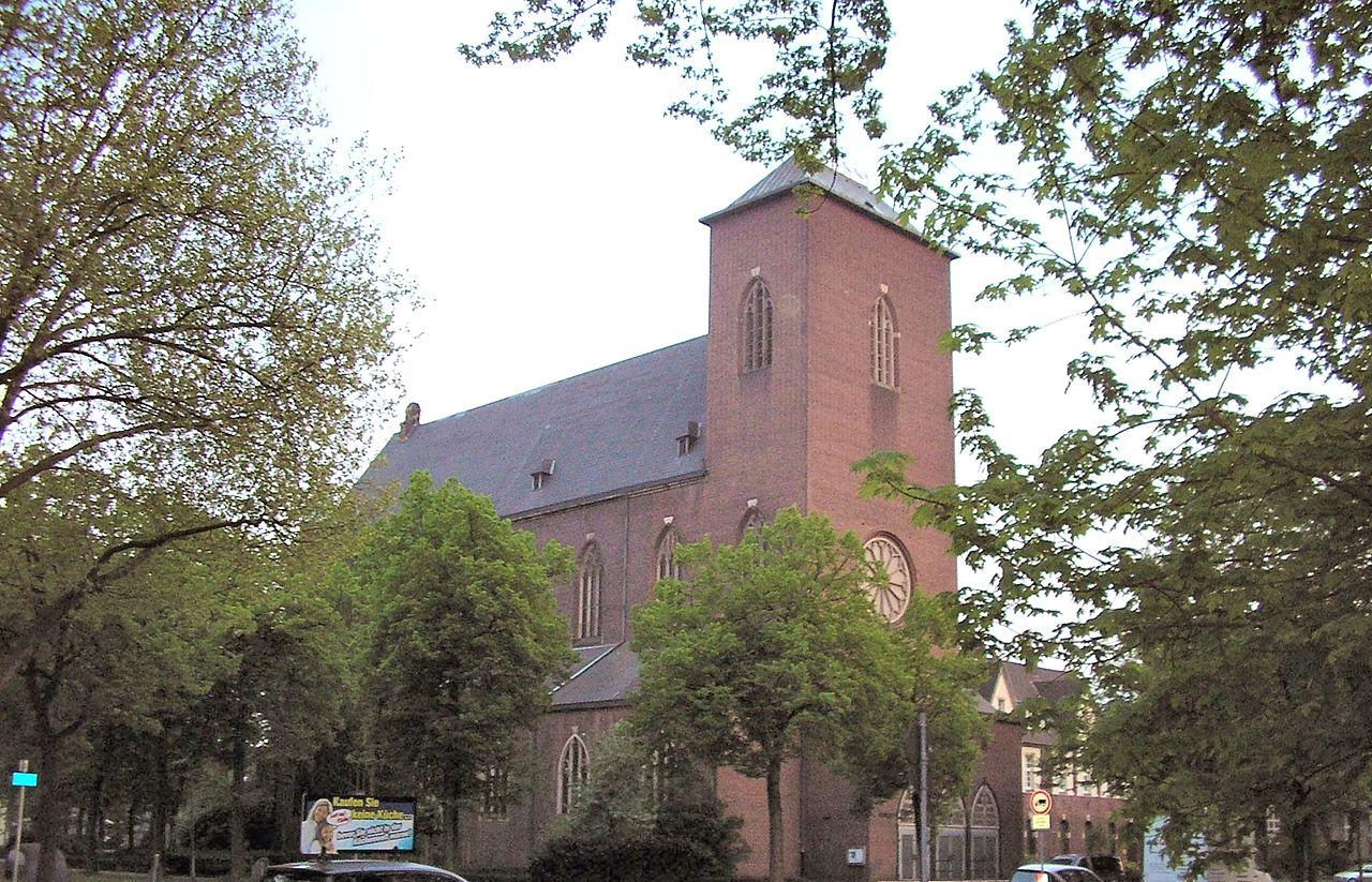 Die beiden Kirchen mit dem Schwerpunkt Familienpastoral, St. Gabriel (11:30 Uhr) und Petrus Canisius, behalten die spätere Messzeit am Sonntag bei.