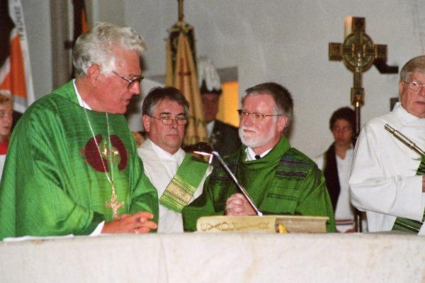 Pfarreigründung am 1. Oktober 2006: Weihbischo Franz Grave und Pfr. Bernhard Lücking