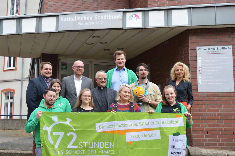 Projektteam und Schirmherren der 72-Stunden-Aktion in Duisburg