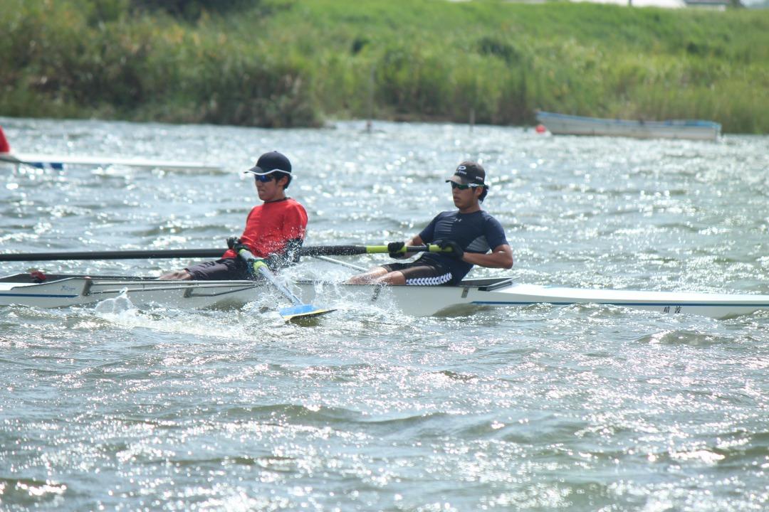 舵手を乗せず漕手2人がそれぞれ1本のオールを使って漕ぐ【舵手なしペア】