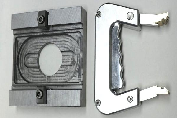 Handling-Vorrichtung im Bereich Werktstoff-Prüfung von Impuls Technische Dienstleistung GmbH