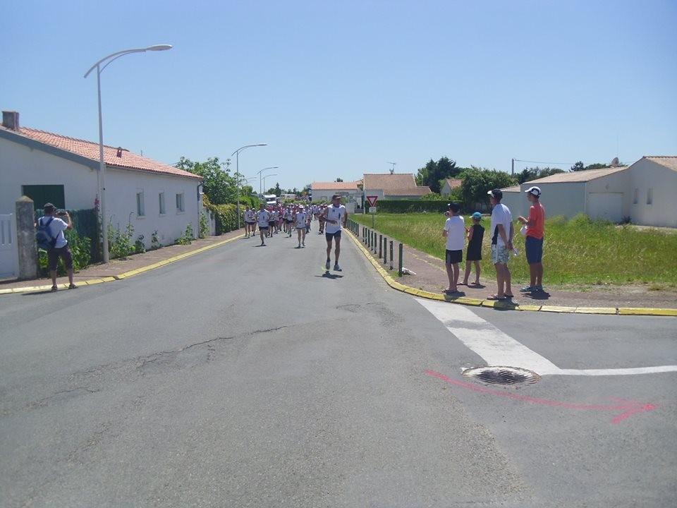 L'Oléronaise traverse le village typique de La Brée les bains