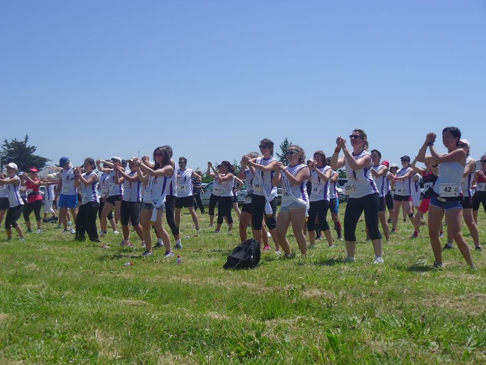 Echauffement en musique entrainé par les professeurs de fitness d'Atlantic Challenge !