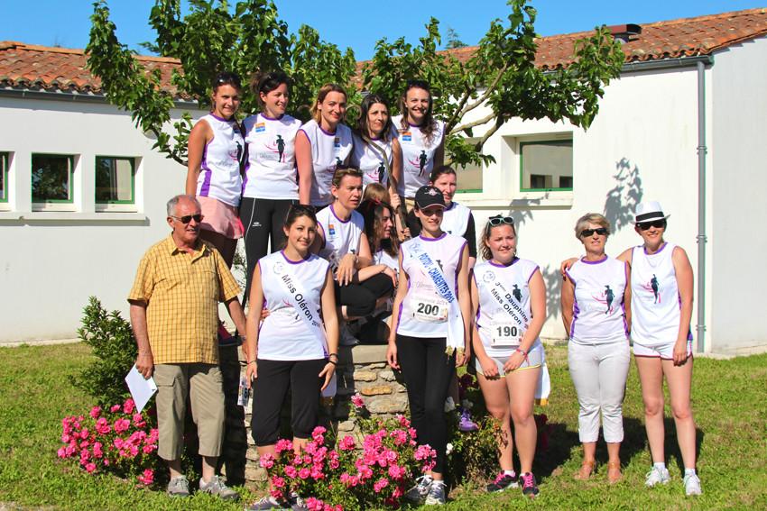 Les demoiselles d'Oléron, entourées de la maire de La Brée les bains, de son adjoint, de Miss Poitou-Charentes et des Miss Oléron !