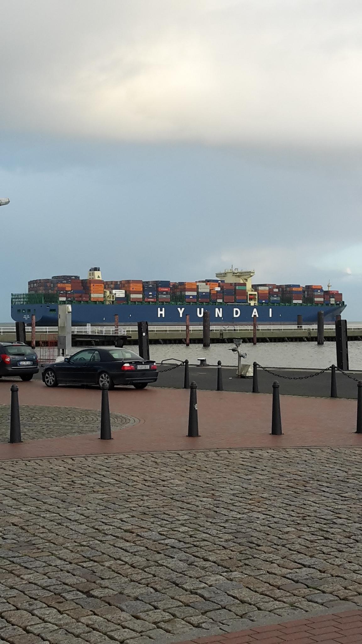 An der Alten Liebe sieht man die größten Containerschiffe der Welt