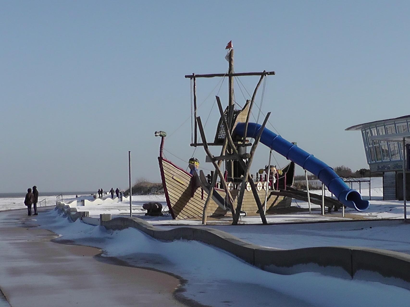 Spielplatz vorm Strandhaus Döse