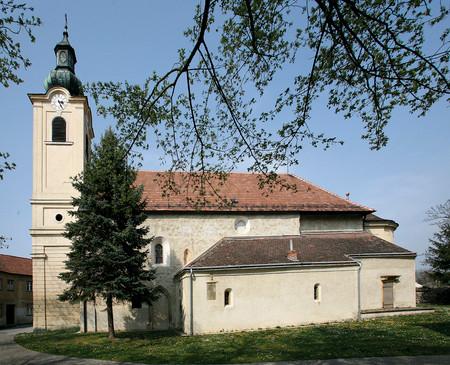 Die Pfarrkirche von Unterwaltersdorf (© P. Kolp)
