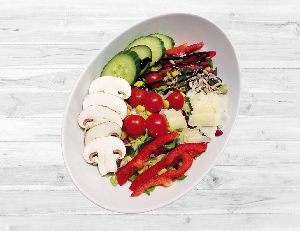 Blattsalat mit Körnermischung