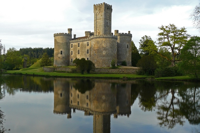 <h2>Chateau de Montbrun à Dournazac</h2>