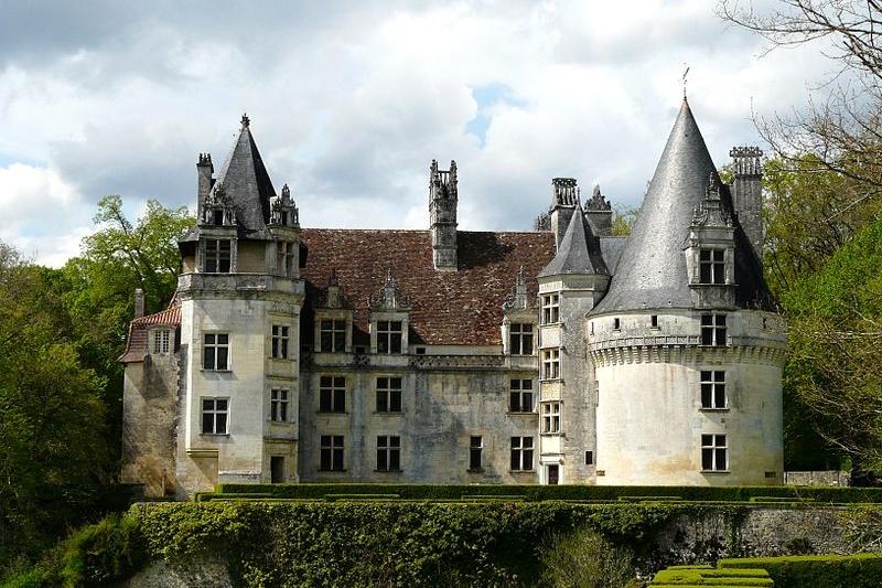 <h2>Château de Puiguilhem à Villars</h2>